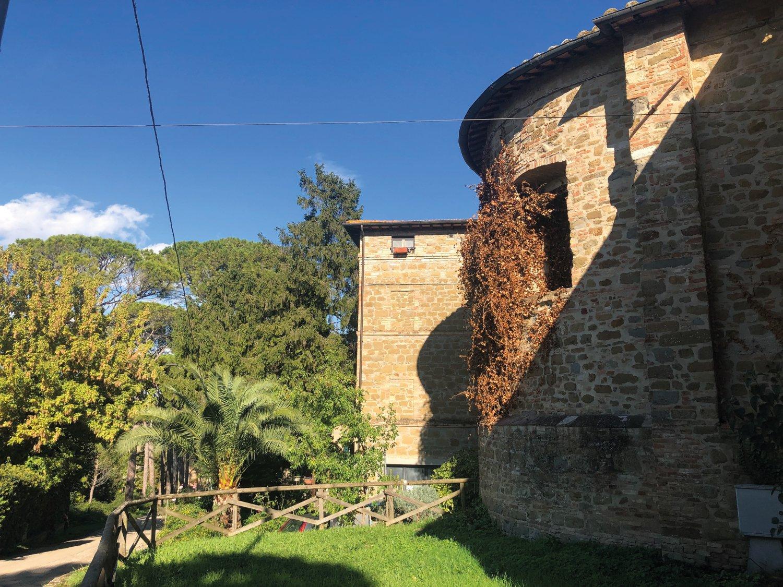 Storia di Collestrada, il borgo e la macchia.