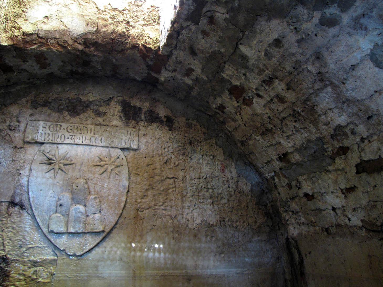 fonte di pontecuti - todi sotterranea - stemma