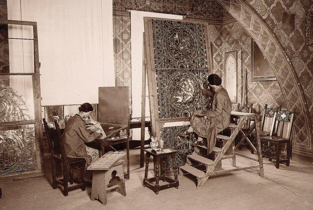 La passione e l'amore per l'arte vetraria di cinque generazioni del laboratorio Moretti-Caselli