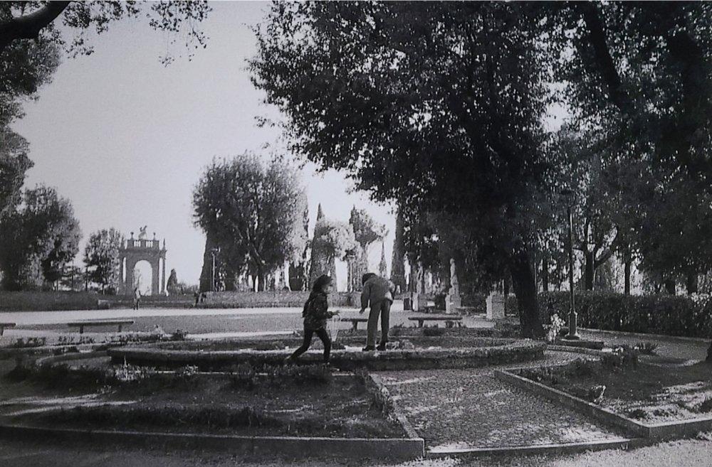 Giardini del Frontone e bambini. Rumore. Corso Cavour, PG.
