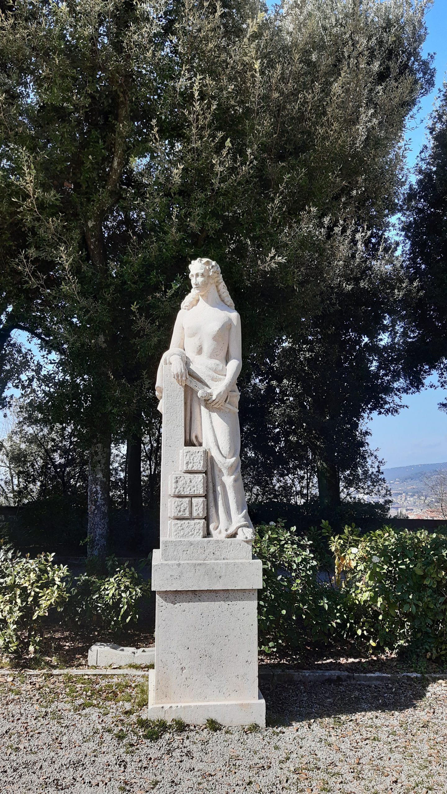 statue giardini del frontone di Perugia